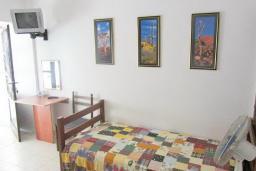 Спальня. Черногория, Риека Режевичи : Студия для 2-3 человек, с террасой с видом на море