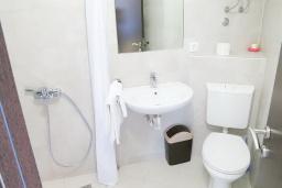 Ванная комната. Черногория, Риека Режевичи : Студия для 2 человек с видом на море