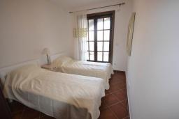 Спальня 2. Черногория, Костаньица : Современный апартамент для 4 человек, с 2-мя отдельными спальнями, с террасой с шикарным видом на море, 10 метров до пляжа