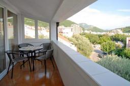 Балкон. Черногория, Петровац : Апартаменты на 3-5 персоны, с отдельной спальней, с балконом