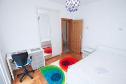 Спальня 2. Черногория, Тиват : Апартамент с гостиной и двумя отдельными спальнями
