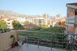 Вид. Черногория, Будва : Апартамент в 100 метрах от моря, с гостиной, отдельной спальней и террасой