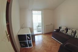 Спальня 2. Черногория, Петровац : Трехкомнатная квартира с видом на море, с гостиной и двумя отдельными спальнями, для 4-5 человек