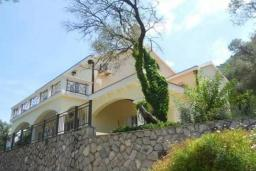 Front of the house. Montenegro, Muo : Villa with 6 bedrooms in Muo for 12 guests