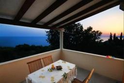 Балкон. Черногория, Петровац : Двухэтажная вилла с бассейном и видом на море, 2 гостиные, 4 спальни, 2 ванные комнаты, Wi-Fi