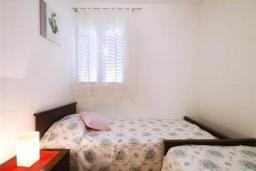 Спальня 3. Черногория, Петровац : Двухэтажная вилла с бассейном и видом на море, 2 гостиные, 4 спальни, 2 ванные комнаты, Wi-Fi