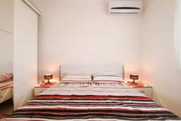 Спальня. Черногория, Петровац : Двухэтажная вилла с бассейном и видом на море, 2 гостиные, 4 спальни, 2 ванные комнаты, Wi-Fi