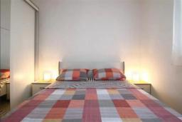 Спальня 2. Черногория, Петровац : Двухэтажная вилла с бассейном и видом на море, 2 гостиные, 4 спальни, 2 ванные комнаты, Wi-Fi