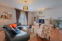 Гостиная. Черногория, Приевор : Роскошная вилла с бассейном, садом и местом для барбекю, гостиная, 4 спальни, 3 ванные комнаты, Wi-Fi, место для парковки