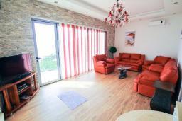 Living room. Montenegro, Dobra Voda : Villa with 3 bedrooms in Dobra Voda for 8 guests