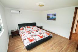 Bed room. Montenegro, Dobra Voda : Villa with 3 bedrooms in Dobra Voda for 8 guests