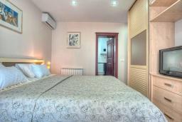 Спальня 2. Черногория, Святой Стефан : Вилла с бассейном и большой террасой, гостиная, 3 спальни, 3 ванные комнаты, Wi-Fi