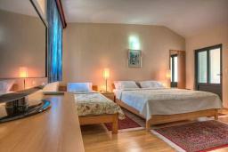 Спальня 3. Черногория, Святой Стефан : Вилла с бассейном и большой террасой, гостиная, 3 спальни, 3 ванные комнаты, Wi-Fi