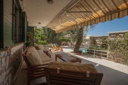 Патио. Черногория, Святой Стефан : Вилла с бассейном и большой террасой, гостиная, 3 спальни, 3 ванные комнаты, Wi-Fi