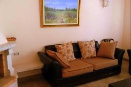 Гостиная. Черногория, Зеленика : Двухэтажная вилла с бассейном и зеленой территорией, 3 гостиные, 6 спален, 3 ванные комнаты, Wi-Fi