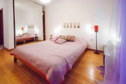 Спальня 2. Черногория, Будва : Апартамент с гостиной, двумя спальнями, двумя ванными комнатами, 4 балкона с шикарным видом на море
