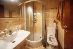 Ванная комната 2. Черногория, Будва : Апартамент с гостиной, двумя спальнями, двумя ванными комнатами, 4 балкона с шикарным видом на море