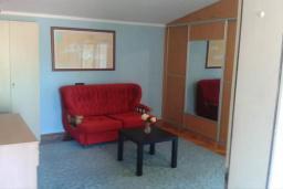 Спальня 2. Черногория, Добра Вода : Вилла с бассейном, кухней, двумя спальнями, ванной комнатой, местом для барбекю, местом для парковки, Wi-Fi