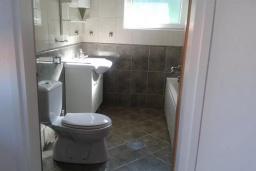 Ванная комната. Черногория, Добра Вода : Вилла с бассейном, кухней, двумя спальнями, ванной комнатой, местом для барбекю, местом для парковки, Wi-Fi