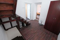 Коридор. Черногория, Пераст : Каменный дом в 20 метрах от моря, 6 спален, 4 ванные комнаты, сад, терраса