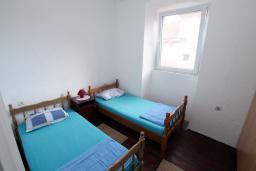 Спальня. Черногория, Пераст : Каменный дом в 20 метрах от моря, 6 спален, 4 ванные комнаты, сад, терраса