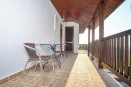 Балкон. Черногория, Братешичи : Двухэтажный дом с бассейном, 2 гостиные, 4 спальни, 2 ванные комнаты, зеленый дворик, место для барбекю, Wi-Fi