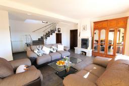 Гостиная. Черногория, Братешичи : Двухэтажный дом с бассейном, гостиная, кухня-столовая 3 спальни, 2 ванные комнаты, дворик, место для барбекю, Wi-Fi