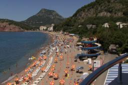 Ближайший пляж. Черногория, Сутоморе : Двухэтажный дом, 2 гостиные, 2 кухни, 6 спален, 2 ванные комнаты, место для барбекю, сад, 2 паркоместа