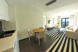 Гостиная. Черногория, Рафаиловичи : Апартаменты с 1 спальней и балконом с шикарным видом на море