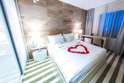 Спальня. Черногория, Рафаиловичи : Апартаменты с 1 спальней и видом на горы
