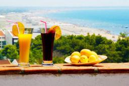 Вид на море. Черногория, Велика плажа : Пентхаус с большой гостиной, двумя спальнями, балконами с шикарным видом на море