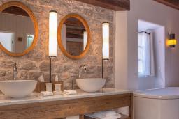 Ванная комната. Черногория, Святой Стефан : Village Room
