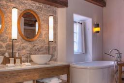 Ванная комната. Черногория, Святой Стефан : Cottage