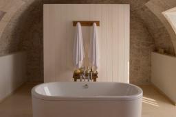 Ванная комната. Черногория, Святой Стефан : Deluxe Cottage