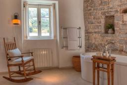 Ванная комната. Черногория, Святой Стефан : Two Bedrooms Grand Suite