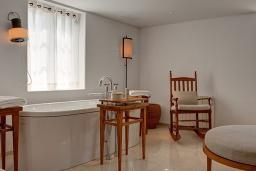 Ванная комната. Черногория, Святой Стефан : Adriatic Suite