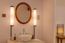 Ванная комната. Черногория, Святой Стефан : Sveti Stefan Suite