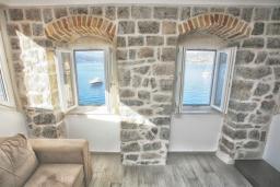 Гостиная. Черногория, Росе : Апартамент возле пляжа с гостиной и отдельной спальней