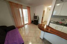 Гостиная. Черногория, Святой Стефан : Апартамент с гостиной и отдельной спальней