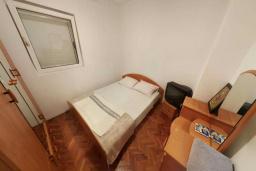 Спальня. Черногория, Святой Стефан : Апартамент с гостиной и отдельной спальней