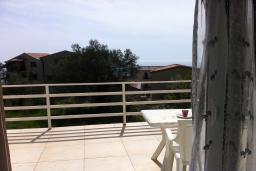 Балкон. Черногория, Приевор : Апартамент с гостиной, двумя спальнями и балконом с видом на море