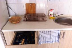 Кухня. Черногория, Приевор : Апартамент с гостиной, двумя спальнями и балконом с видом на море