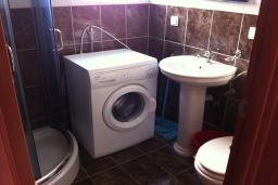 Ванная комната. Черногория, Приевор : Апартамент с гостиной, двумя спальнями и балконом с видом на море