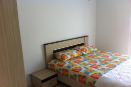 Спальня. Черногория, Приевор : Апартамент с гостиной, двумя спальнями и балконом с видом на море