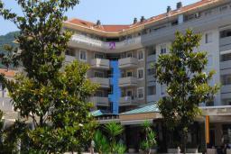 Фасад дома. Magnolia 4* в Тивате