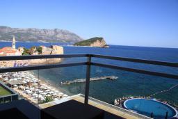 Вид на море. Черногория, Будва : Семейный апартамент