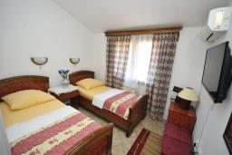 Спальня. Черногория, Будва : Двухместный номер