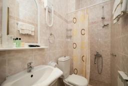 Ванная комната. Черногория, Будва : Апартаменты