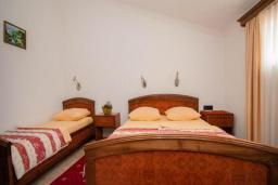 Спальня. Черногория, Будва : Апартаменты