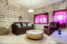 Гостиная. Черногория, Росе : Каменный дом с бассейном и двориком, 3 гостиные, 5 спален, 5 ванных комнат, барбекю, парковка, Wi-Fi